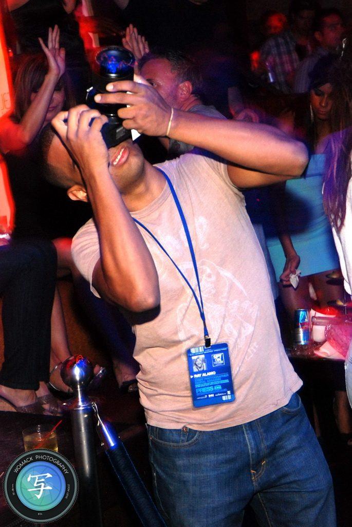 Bo Karlen Cuts Bun at JET Nightclub